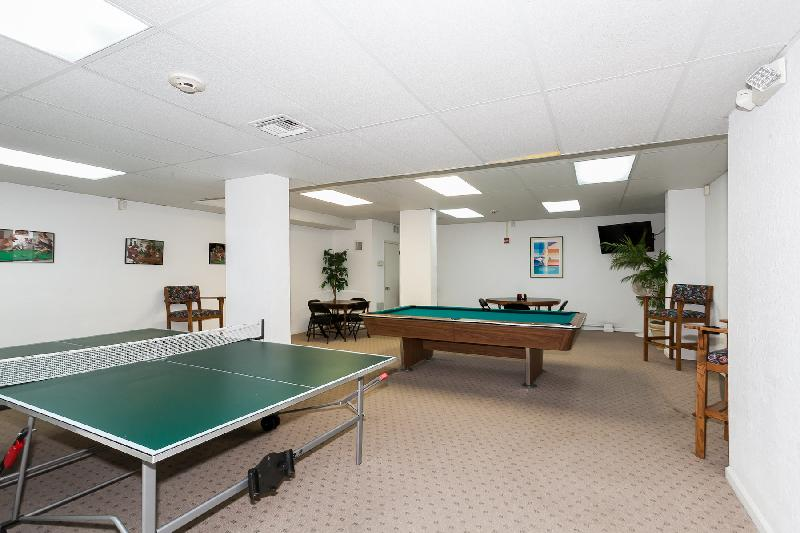 Table tennis, a round of pool ... in the game room you can perfect your skills.